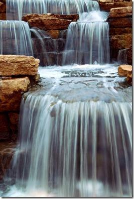 水は低きに流れる。